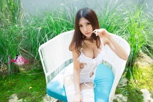 丝袜美腿嫩模玫瑰浴美胸大尺度美女模特尤果网-[绮里嘉]超高清写真图片|1620426997更新