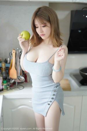 吊裙厨娘白嫩美女美胸轻熟女美女模特秀人网-[周大萌]超高清写真图片 1620438148更新