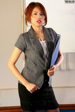 VOL.758 [TheBlackAlley] Farida Mala OL制服系列高品质壁纸大图