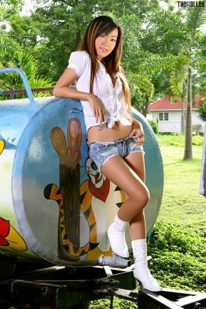 VOL.611 [TheBlackAlley] Lee Jen Jen 牛仔热裤+衬衫高品质壁纸大图
