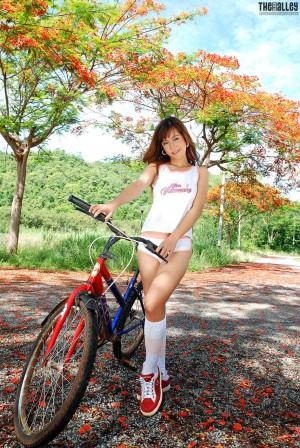 VOL.434 [TheBlackAlley] Veranda Wei 自行车少女高品质壁纸大图