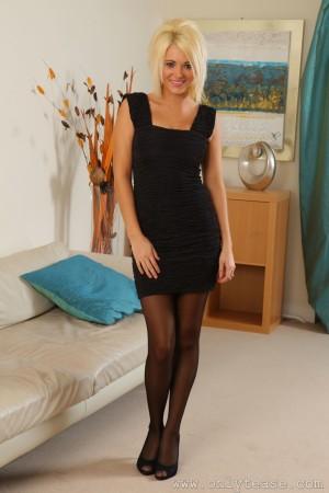 VOL.675 [OnlyTease] Jemma R 黑丝美腿+套裙诱惑高品质壁纸大图