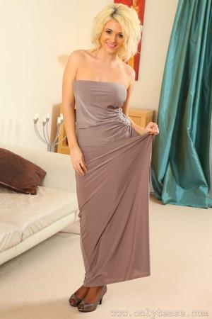 VOL.488 [OnlyTease丝袜] Emma Lou 抹胸优雅长裙系列高品质壁纸大图