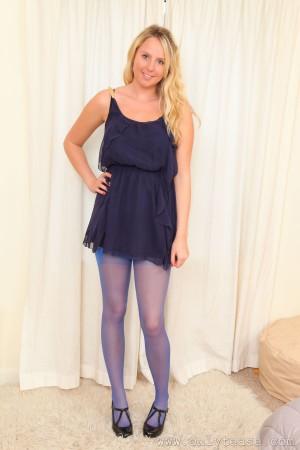 VOL.281 [OnlyTease] Charlotte P 蓝色丝袜+吊带裙高品质壁纸大图