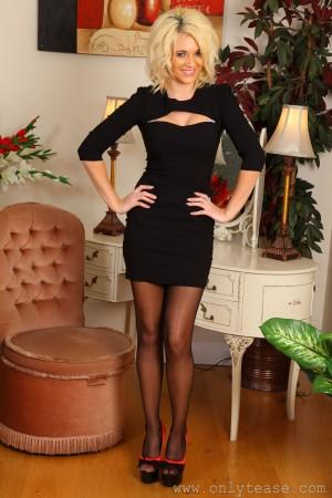 VOL.193 [OnlyTease] Emma Lou 办公室套裙+黑丝诱惑高品质壁纸大图