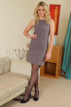 VOL.969 Stacey M《金发+黑丝+套裙》 [OnlyTease]高品质壁纸大图