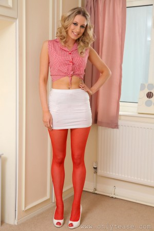 VOL.732 [OnlyTease] Holly W 红丝美腿+超短裙高品质壁纸大图