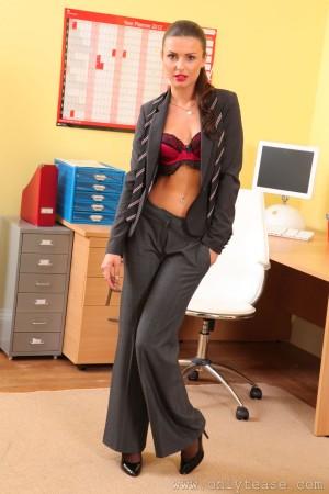 VOL.579 [OnlyTease丝袜] Caroline 西装OL丝袜诱惑高品质壁纸大图