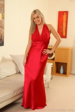 VOL.612 [OnlyTease] Amy Green 红色长裙+黑丝美腿高品质壁纸大图