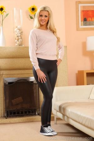 VOL.340 [OnlyTease] Becki H 紧身皮裤高品质壁纸大图