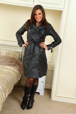 VOL.356 [OnlyTease] Charli Delu 黑丝美腿+皮衣高品质壁纸大图