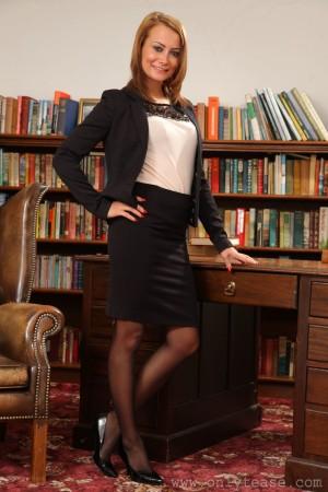 VOL.338 [OnlyTease丝袜] Kelli Smith 书房丝袜诱惑高品质壁纸大图