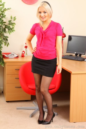 VOL.986 [OnlyTease] Faye X《办公室金发女郎》高品质壁纸大图