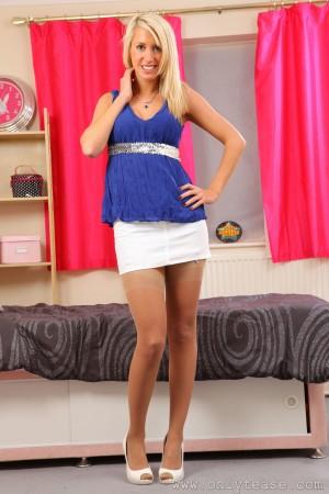 VOL.714 [OnlyTease] Eloise Rose《超短裙+肉丝袜诱惑》高品质壁纸大图