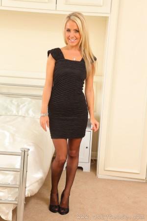 VOL.504 [OnlyTease丝袜] Becky R 连衣短裙+黑丝美腿高品质壁纸大图