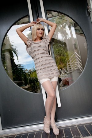 VOL.256 [OnlyTease] Cikita 超短裙+白丝诱惑高品质壁纸大图