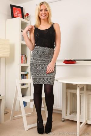 VOL.353 Stacey M《套裙+黑丝高跟》 [OnlyTease]高品质壁纸大图
