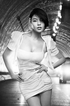 VOL.216 [推女郎]福利大胆尤物人体艺术纹身美女E罩杯:冯雨芝高品质写真套图(30P)