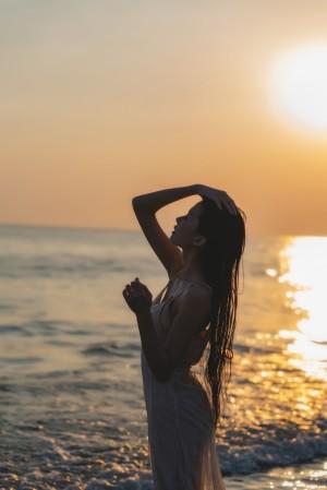 VOL.1472 [网络美女]湿身海边美女:桜桃喵高品质写真套图(33P)