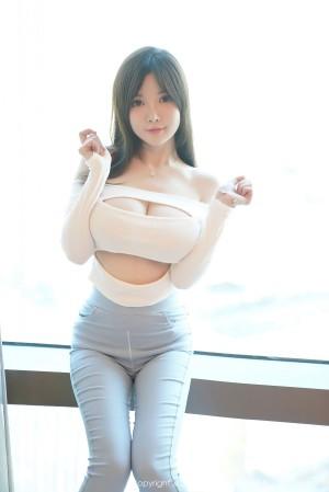 VOL.1773 [秀人网]极品巨乳紧身裤:糯美子MINIbabe(米妮大萌萌,苏糯米,糯美子Mini,米妮mini)高品质写真套图(43P)