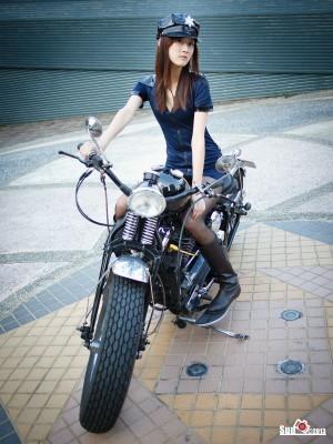 VOL.263 [台湾正妹]COSPLAY空姐制服女警:林茉晶(腿模Queena)高品质写真套图(45P)