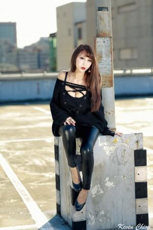 VOL.310 [台湾正妹]阳光紧身裤情趣皮衣美女:陳奕潔高品质写真套图(20P)