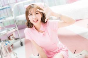 VOL.220 [台湾正妹]圣诞粉嫩清纯护士制服:卡卡儿(CACA卡卡儿)高品质写真套图(21P)