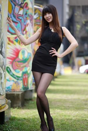 VOL.1087 [台湾正妹]女神街拍街拍美臀街拍黑丝:蔡译心(Candice)高品质写真套图(59P)