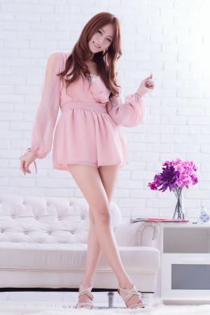 VOL.212 [台湾正妹]甜美气质:Winnie小雪(庄咏惠,庄温妮,腿模Winnie)高品质写真套图(44P)