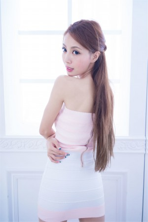 VOL.975 [台湾正妹]热裤超短裙御姐:江雨恩(腿模Emma,Emma玛儿)高品质写真套图(46P)