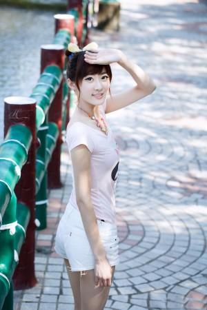 VOL.1029 [台湾正妹]清新街拍正妹女友:林茉晶(腿模Queena)高品质写真套图(59P)