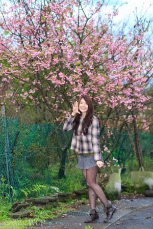 VOL.224 [台湾正妹]清纯甜美正妹黑丝制服街拍短裙:谢馥羽(腿模Michelle,Michelle小羽)高品质写真套图(35P)